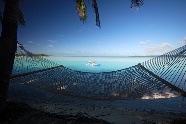 padelling-kayak-aitutaki-lagoon-resort-double