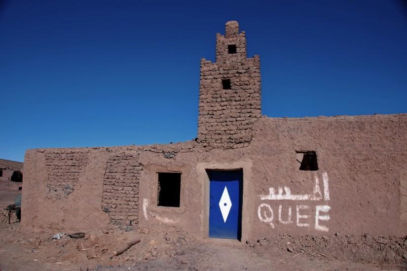 Morocco Merzouga Erg Chebbi Sahara abandoned village mosque