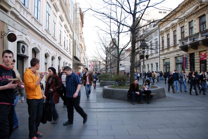 serbia belgrad centru vechi pietoni cale promenada tineri cladiri restaurante
