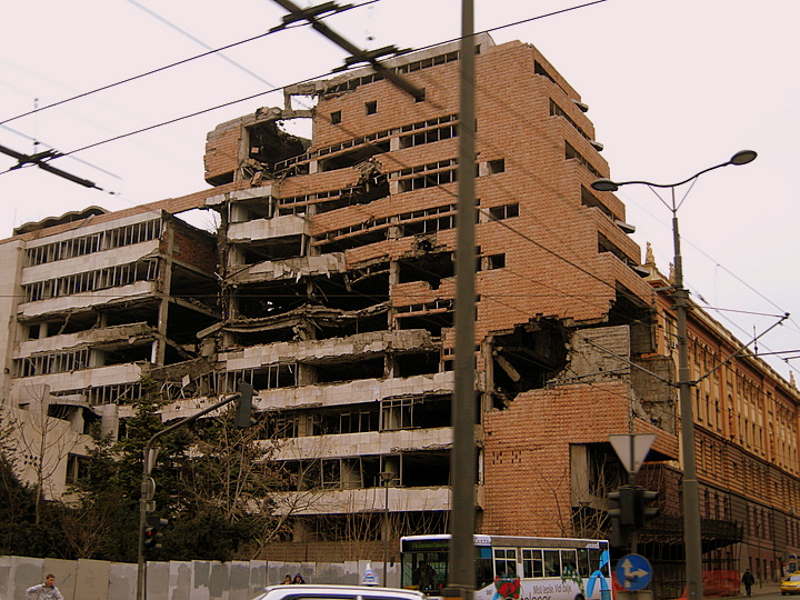 serbia belgrad cladire bombardata
