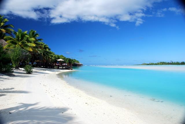 aitutaki lagoon resort beach white sand akitua island