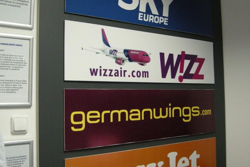 Avioane diversaeroport baneasa companii aeriene sky wizz air easyjet 1