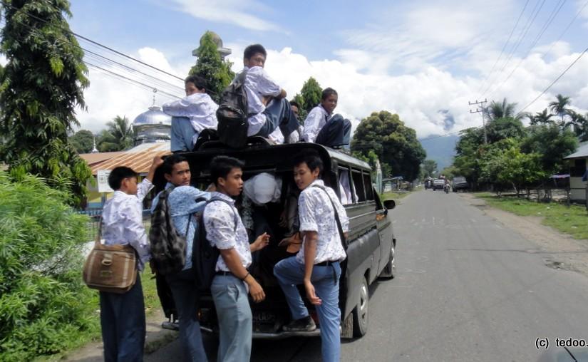 Sumatra road school bus 1