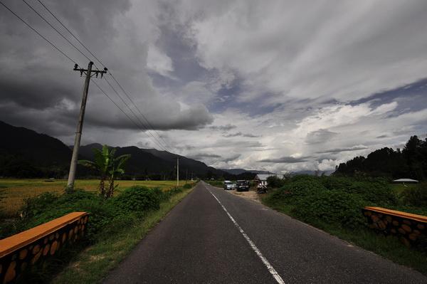 Road around Lake Toba