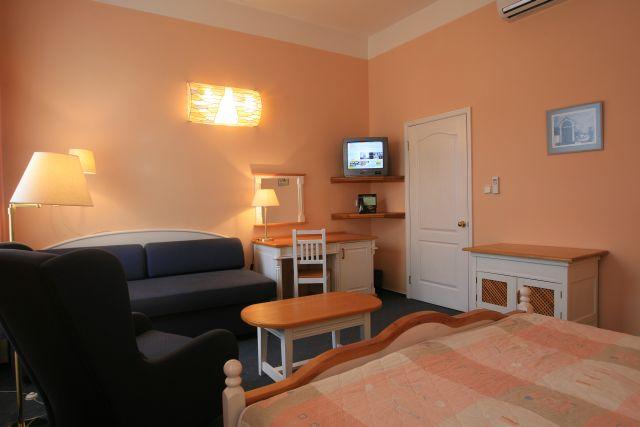 Julian Hotel 5_double room