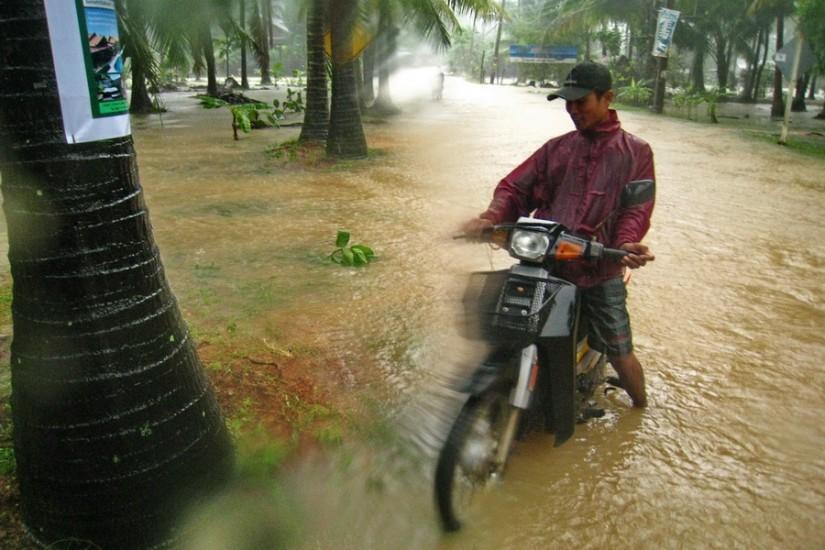 Koh Phangan Rain Storm Thailand2011-03-28 16-32-58 - IMG_6121