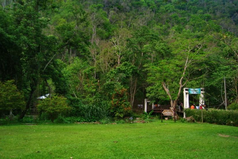 Thailand Mae Hong Son Tham Pla Fish Cave 27