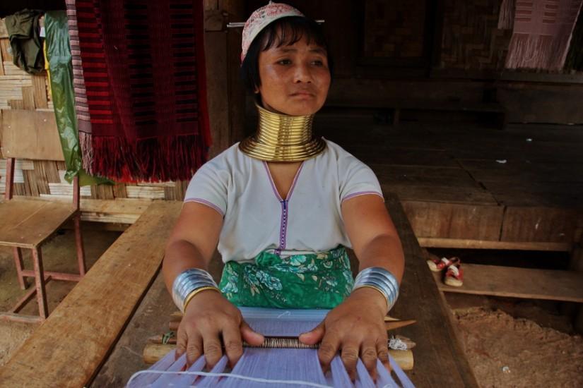 Thailand Mae Hong Son Huay Pu Keng Long Neck Village weaving