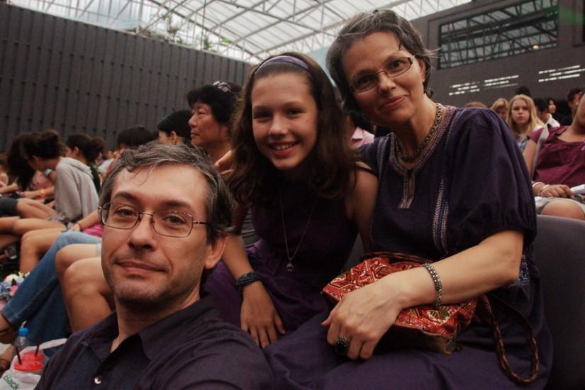 Familia Vornicu: Diana, Elena şi Laurenţiu.