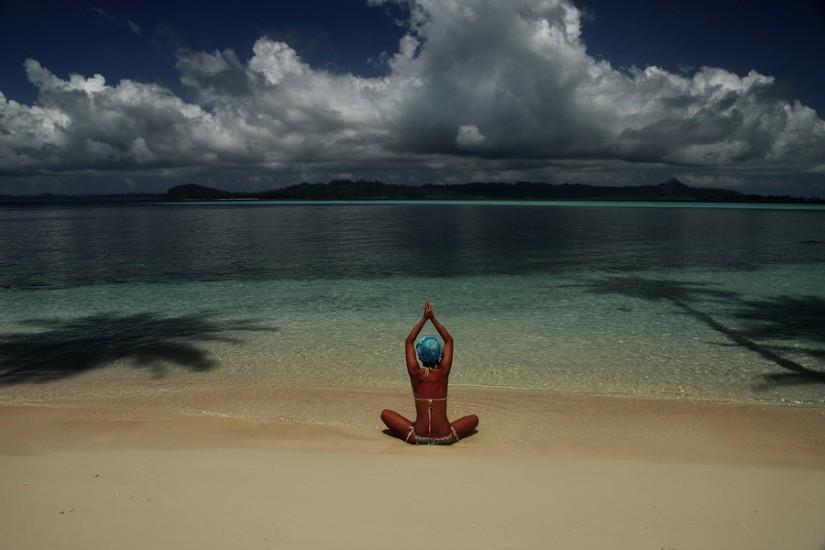 Sumatra Pulau Banyak camping deserted island woman 7