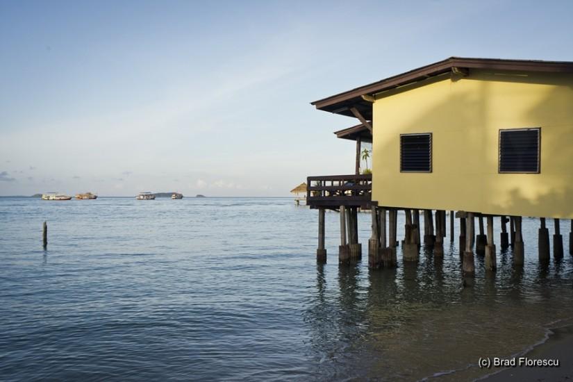 Baan Pra Kai Kaew Resort. Camerele sunt amenajate în această casă pe piloni.