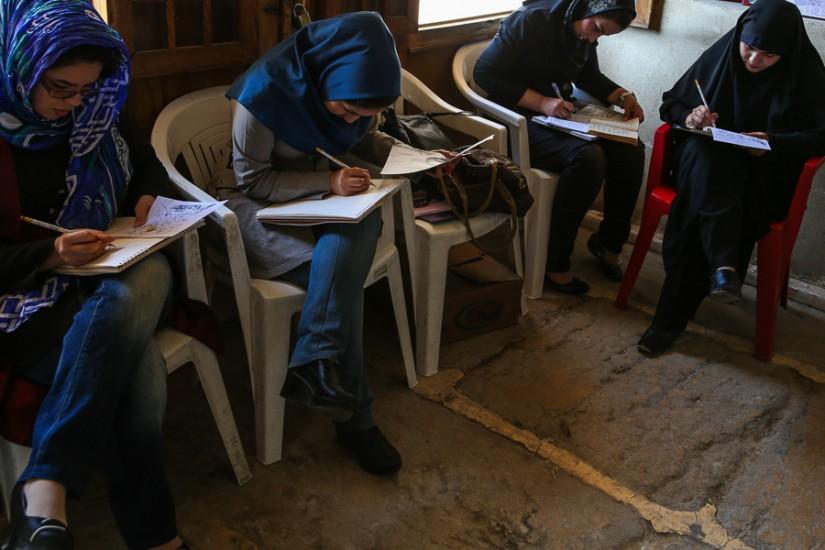 Cursuri de desen în fortăreaţa Karim Khan