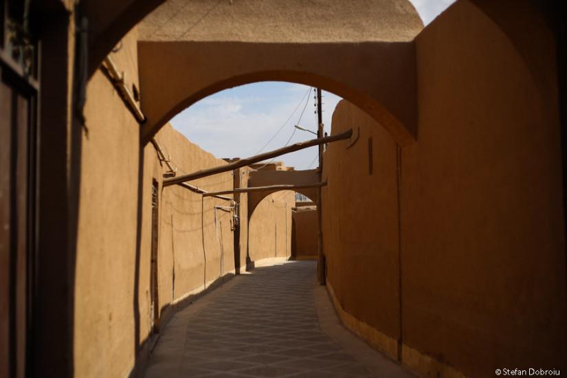 Yazd.Unele ziduri rezistă de mii de ani.