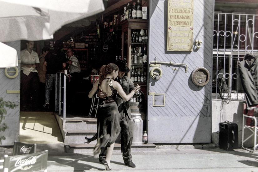 Tango pe străzile din Buenos Aires.