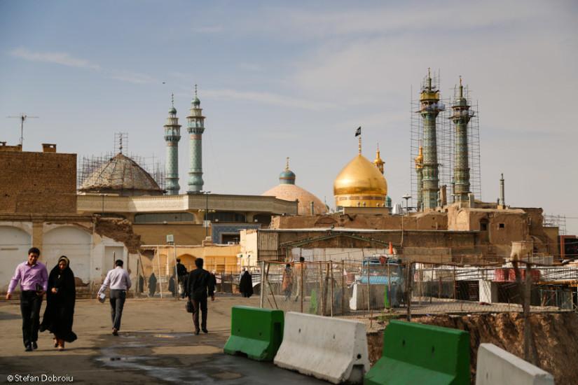 """Una dintre marile destinații de pelerinaj ale Iranului, la mausoleul Fatimei, """"mijlocitoarea"""" în fața lui Allah"""