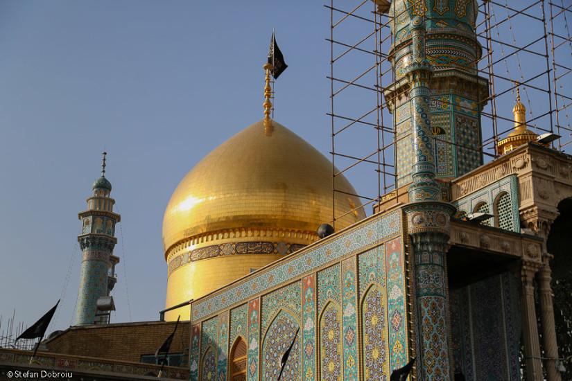 Qom, cupola de aur a mausoleului Fatimei.