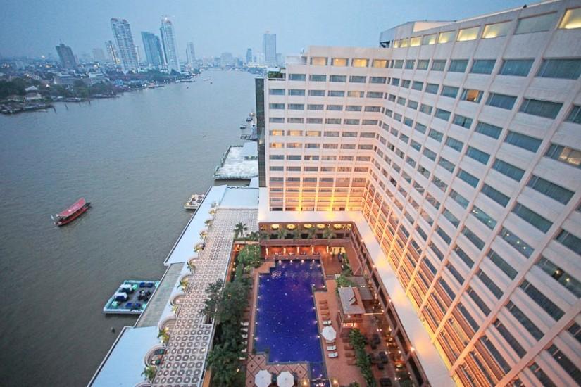 Ramada Plaza Maenam Bangkok.  Vedere peste râul Chao Praya.